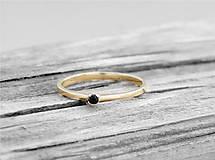Prstene - 585/14k zlatý zásnubný prsteň s prírodným čiernym diamantom - 9705184_