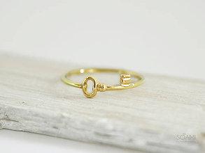 Prstene - 585/1000 zlatý prsteň kľúč - 9706019_