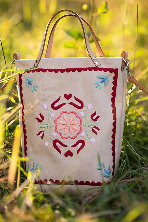 Vyšívaná taška Kvetna