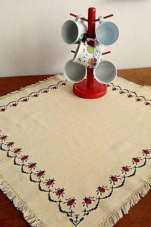 Úžitkový textil - Vyšívaný obrus - lienky - 9703791_