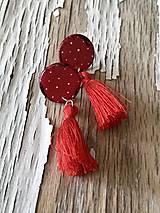 Náušnice - červené vačšie bodkovky so strapcom - 9705906_