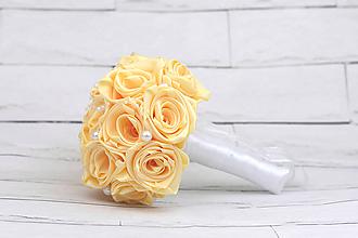 Kytice pre nevestu - Saténová kytica svadobná krémová ruže s perlami - 9707377_