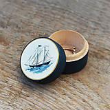 Prstene - Maľovaná šperkovnička s plachetnicou - 9710549_