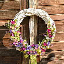 Dekorácie - Fialový veľkonočný venček na dvere (45cm) - 9713211_