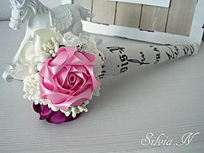 Dekorácie - Ruže zo saténu v kornútku. - 9714585_