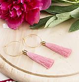 Náušnice - Zlaté kruhové náušnice s ružovým strapčekom - 9719083_