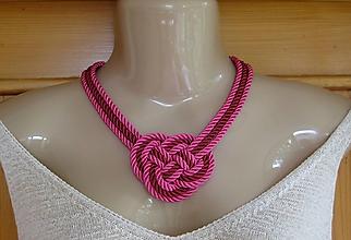 Náhrdelníky - Uzlový náhrdelník hrubý z troch šnúr 5mm (bordovo ružový, č. 2285) - 9717411_