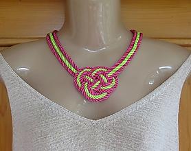 Náhrdelníky - Uzlový náhrdelník hrubý z troch šnúr 5mm (neónovo ružový , č. 2286) - 9717426_