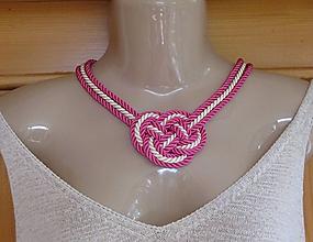 Náhrdelníky - Uzlový náhrdelník hrubý z troch šnúr 5mm (smotanovo ružový , č. 2288) - 9717474_