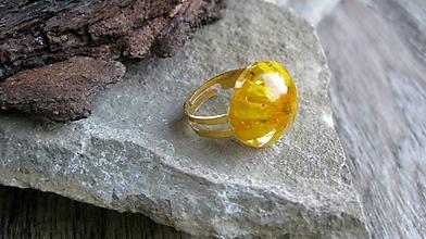 Prstene - Živicový prsteň s kvietkami (so žltým kvietkom č. 2297) - 9719904_
