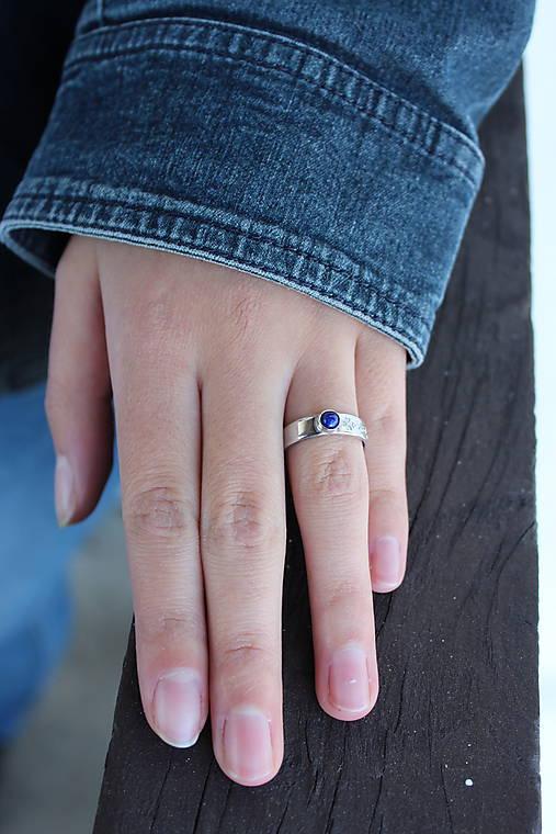 strieborný folklórny prsteň - MODROTLAČ