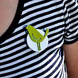 Odznaky/Brošne - Brošňa zelený Vtáčik - 9722282_