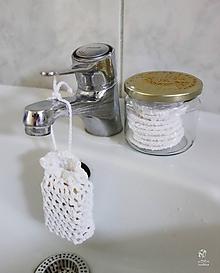 Drobnosti - Háčkované boho vrecúško na mydlo biele - 9724590_