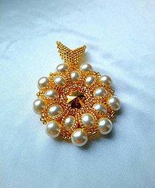 Náhrdelníky - Prívesok perla v zlatom šate - 9725441_