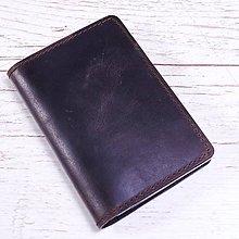 Papiernictvo - Hnedý kožený obal na pas. Obal na cestovný pas. - 9724370_