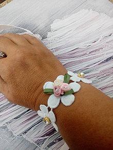 Náramky - Kvetinový náramok - 9727695_