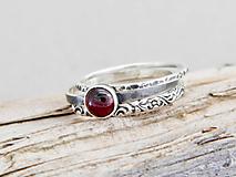 925 sada strieborných prsteňov s granátom