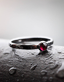 Prstene - Patinovaný s granátom - 9734198_