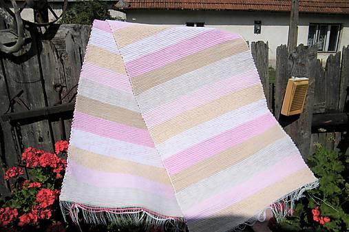 Tkaný koberec hnedo-ružový