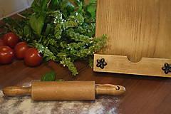 Pomôcky - Drevený stojan na recepty v tvare lopárika - 9737855_
