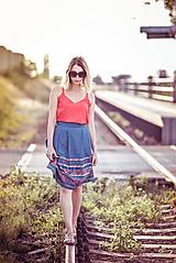 Sukne - Denimová sukňa s vyšívanou bordurou - 9738020_