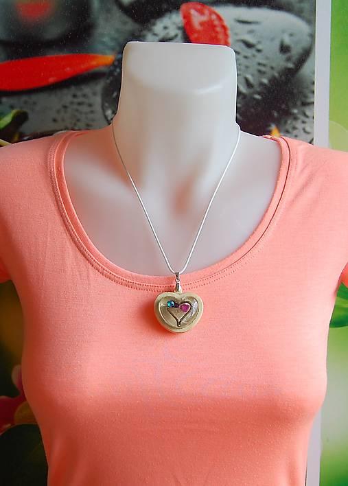 Drevený náhrdelník - Kamienkové srdiečko
