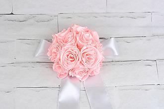 Dekorácie - Bledoružová guľa s mašľou ruže a perličky - 9741012_