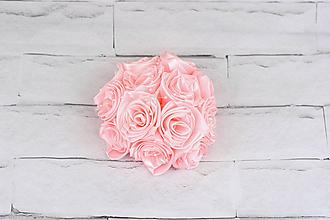 Dekorácie - Bledoružová guľa ruže a perličky - 9741046_