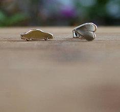 Náušnice - Minimalistické strieborné s autíčkom - 9740864_