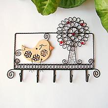 Dekorácie - vešiak so stromom a vtáčikom - 9746470_