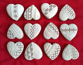 Darčeky pre svadobčanov - Perníkové srdce s čipkou - 9745868_