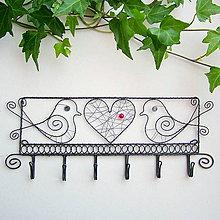Nábytok - vešiak  s vtáčikmi.... folk, svadba - 9747831_