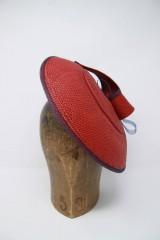 Čiapky - červený fascinátorový klobúk panama - 9749072_