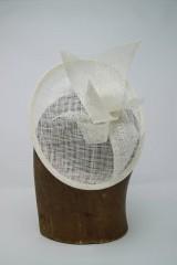 Ozdoby do vlasov - svadobný fascinátor biely pre nevestu - 9749096_