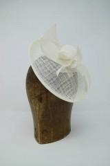 Ozdoby do vlasov - svadobný fascinátor biely pre nevestu - 9749097_