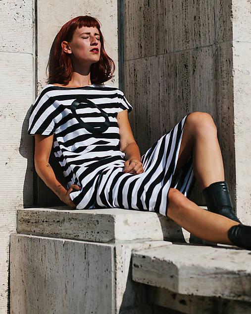 Šaty - FNDLK úpletové šaty 300 BKkL dlouhé - 9748889_