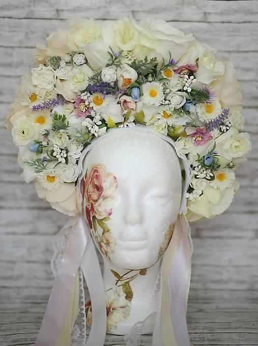 Kvetinová bohato zdobená ľudová parta