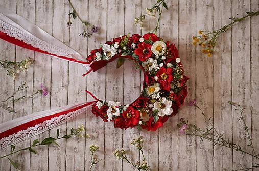 Folklórna svadobná kvetinová parta červená