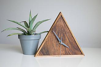 Hodiny - orechové hodiny / trojuholník 2 - 9750449_