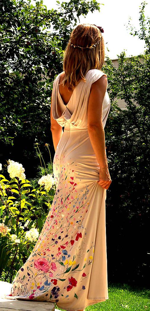 krásne ručne maľované svadobné šaty