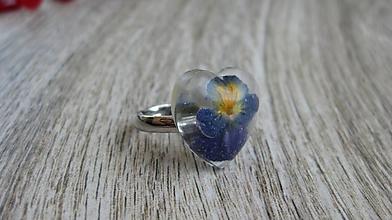 Prstene - Živicový prsteň s kvietkami (sirôtka v srdiečku č. 2311) - 9747289_