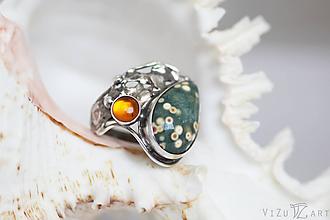 Prstene - Strieborný prsteň s oceánskym jaspisom a jantárom - Jazerné dno - 9752367_