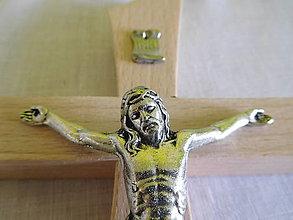 Dekorácie - kríž bukový so strieborným korpusom / krížik - 9752283_