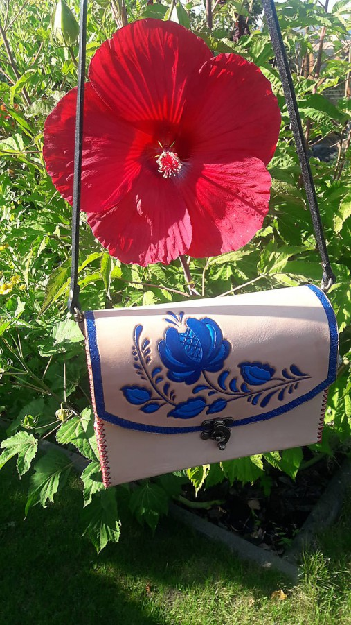 Kožená kabelka ľudový motív