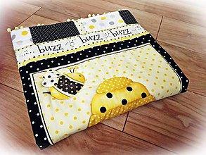 Textil - Detská deka patchwork Včielky s brmbolcami - 9752615_