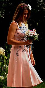 Ručne maľované bledoružové šaty