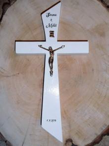 Dekorácie - svadobný drevený kríž so zlatým korpusom 2/ krížik - 9755111_