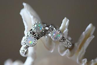 Prstene - Strieborný prsteň s etiópskym opálom- Dúhové nebíčko - 9758588_