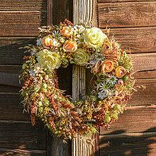 Dekorácie - Veľký prírodný veniec s krémovými ružami - 9759785_