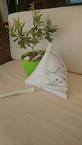 Ľanová trojuholníková taštička s výšivkou